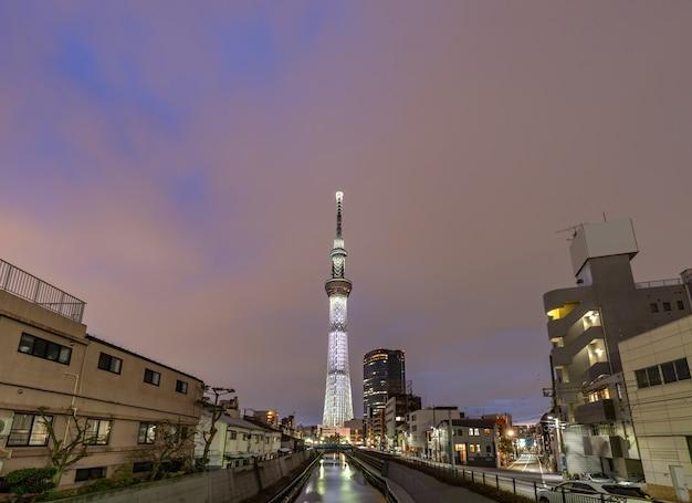 De skytreezonsondergang van tokyo