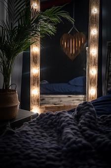 De slaapkamer is een donkere kamer