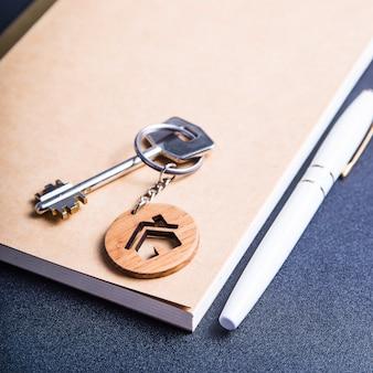 De sleutels van het nieuwe appartement
