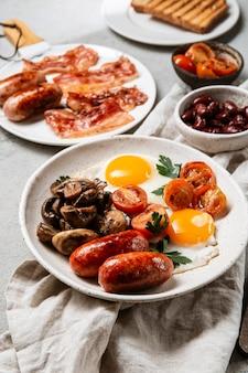 De smakelijke samenstelling van de ontbijtmaaltijd