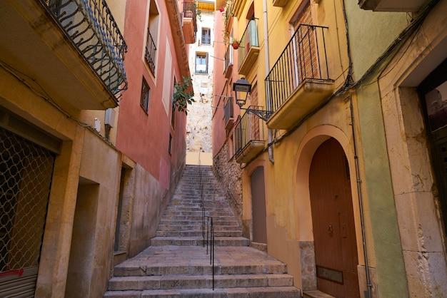 De smalle straten van tarragona in catalonië