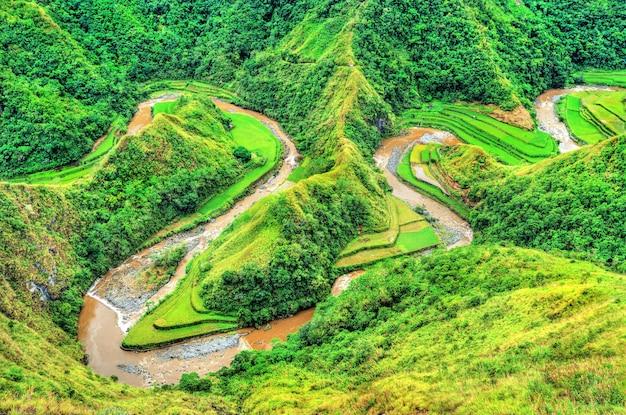 De snake river bij ducligan - ifugao, luzon island, filippijnen