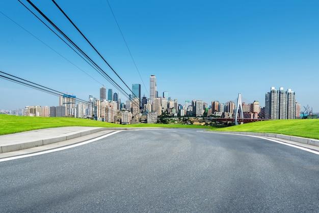 De snelweg naar de stad
