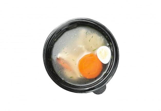 De soep haalt binnen doos weg die op witte achtergrond wordt geïsoleerd