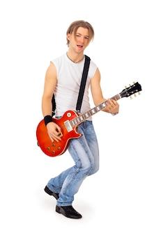 De speler van een gitaar op een witte achtergrond