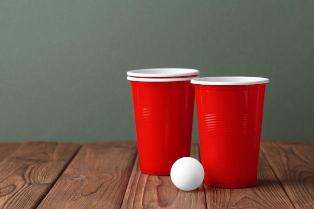 De sport van de universiteitspartij - bier pong