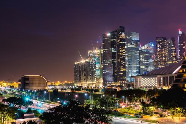 De stad singapore bij nacht