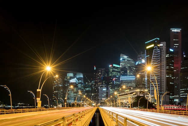 De stad van singapore, marina bay-financiën en handelsstreek van de moderne achtergrond van de stadsnacht
