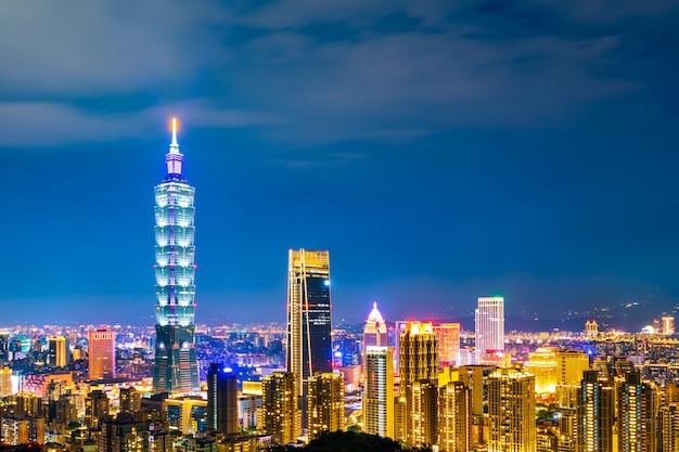 De stad van taipei bij nacht, taiwan