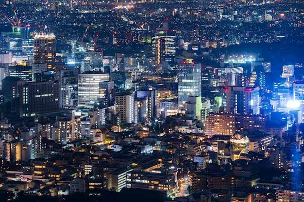 De stad van tokyo bij schemering, japan