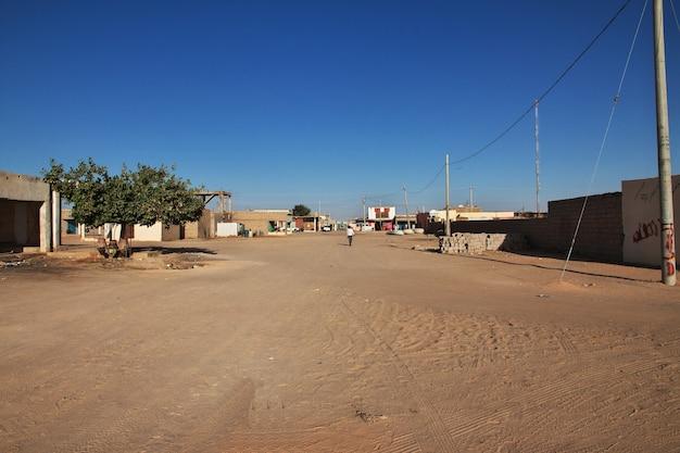 De stad wadi halfa op de grens van soedan en egypte