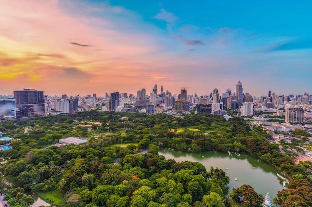 De stads centrale zaken van bangkok de stad in