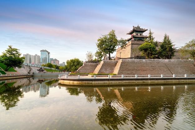 De stadsmuur van xi'an is de meest complete oude stadsmuur van china.