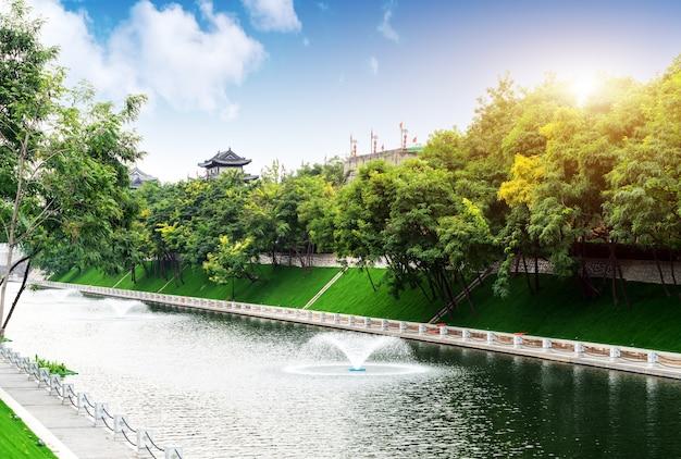 De stadsmuur van xi'an is de meest complete oude stadsmuur