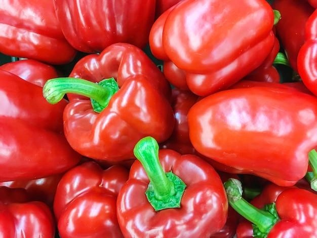 De stapel van het close-upoppervlakte van groene groene paprika of paprika geweven achtergrond