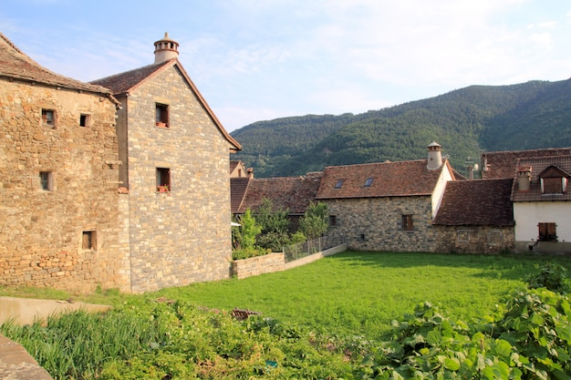De steenhuizen van de pyreneeën in anso-vallei huesca