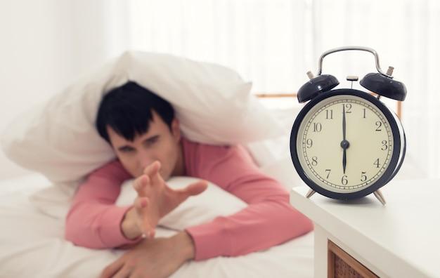 De stem van wekker ochtend
