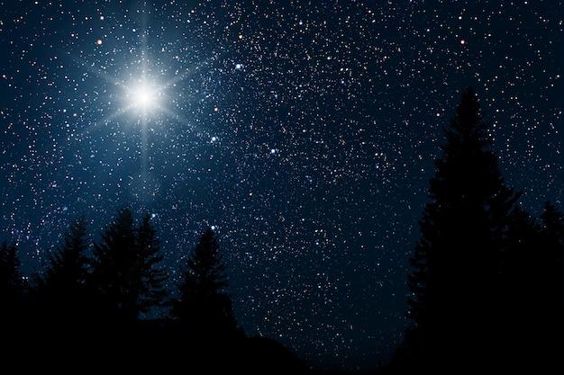 De ster geeft de kerst van jezus christus aan
