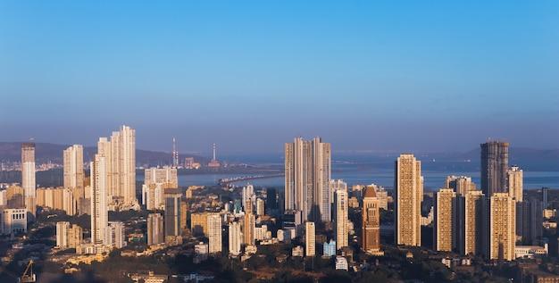 De stijgende skyline van de oostelijke kust van mumbai, het stadsbeeld van parel bhoiwada sewri kalachowie