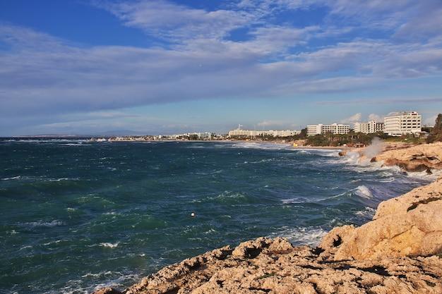 De storm op de middellandse zee, cyprus