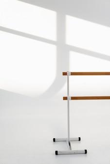 De studio houten leuning van het close-upballet