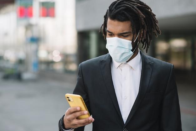 De telefoon middelgroot schot van de werknemersholding
