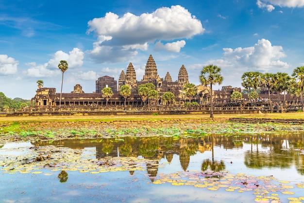 De tempel van angkor wat in siem oogst uit kambodja