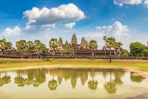 De tempel van angkor wat in siem oogst