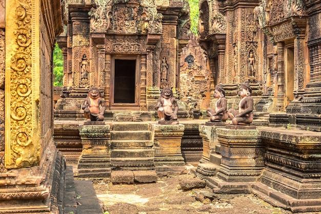 De tempel van banteay srei in angkor wat in siem oogst