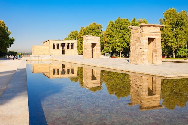 De tempel van debod of templo de debod is een oude egyptische tempel die werd herbouwd in madrid, spanje.