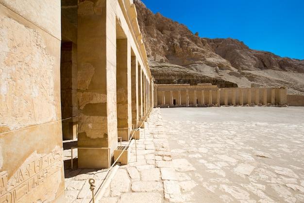 De tempel van hatshepsut in de buurt van luxor in egypte