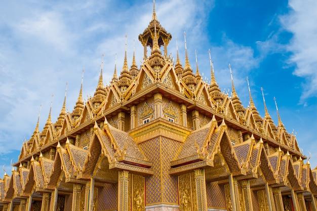 De tempel wat van thailand in chainat-provincie, noordelijk thailand wordt gezongen dat