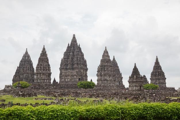 De tempelruïne van prambanan, yogyakarta, java, indonesië