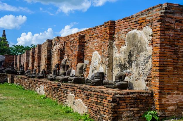 De tempelruïnes van ayutthaya, wat maha that