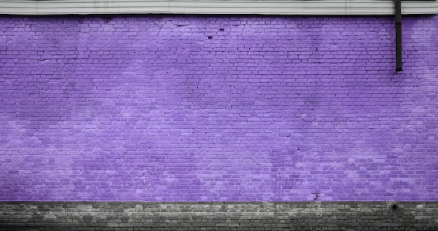 De textuur van de bakstenen muur van vele rijen bakstenen die in violette kleur worden geschilderd