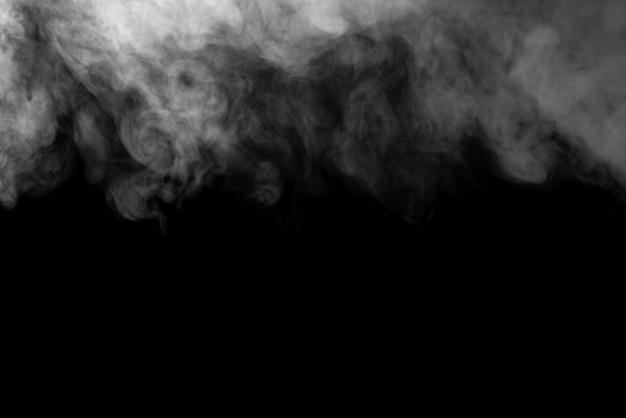 De textuur van rook op een zwarte achtergrond