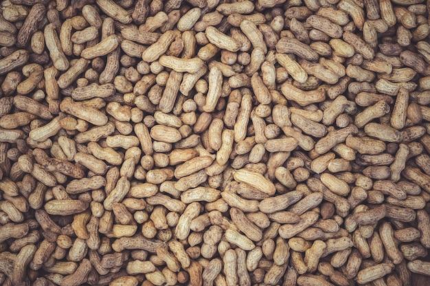 De textuur van vele pinda's wordt in de zon gedroogd