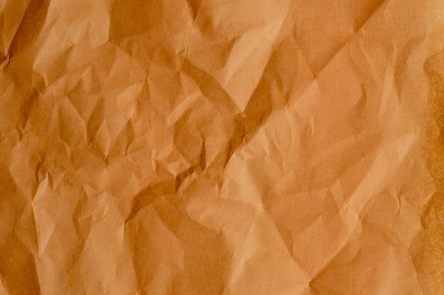 De textuur van verfrommeld papier is oranje. bovenaanzicht