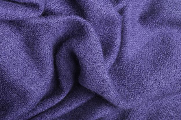 De textuur van warme gebreide lila