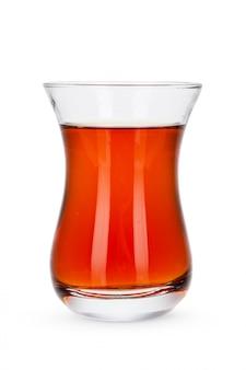De theekop van het glas die op witte achtergrond wordt geïsoleerd