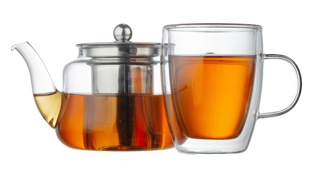 De theepot van het glas en glaskop met thee op witte achtergrond wordt geïsoleerd die
