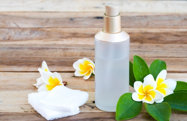 De therapie serum toners, katoenen cosmetica voor huidgezicht