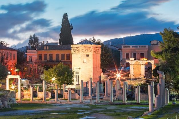 De toren van de winden, 's werelds eerste meteorologische station, een achthoekige marmeren klokkentoren in de romeinse agora, athene, griekenland