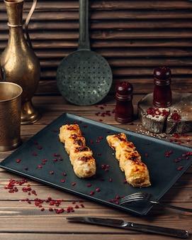 De traditionele azerbeidzjaanse keuken van kippenlula