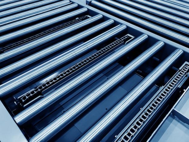De transportketting en de transportband bevinden zich op de productielijn in cleanroom.