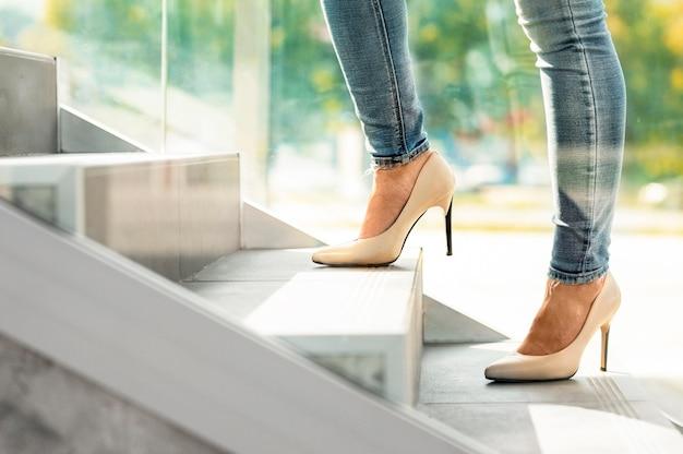 De trappen van het bedrijf lopen