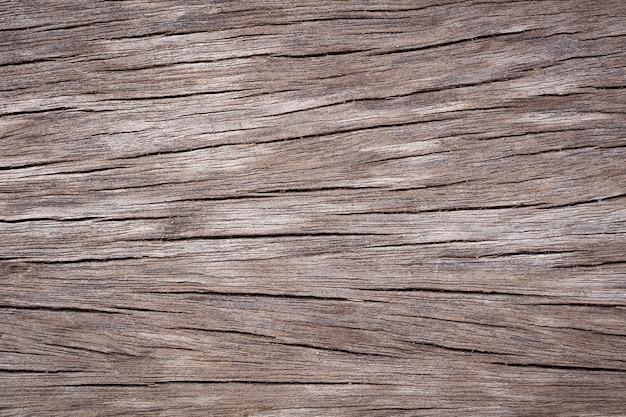 De uitstekende bruine houten achtergrond van de barsttextuur. vervallen