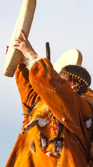 De vakantie noordelijke inheemse koryak was hololo