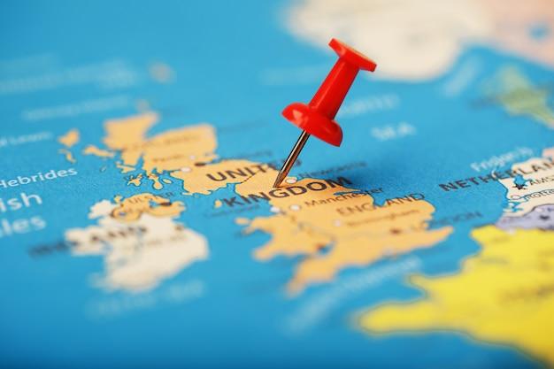 De veelkleurige knoppen geven de locatie en coördinaten van uw bestemming op de koninkrijkskaart aan