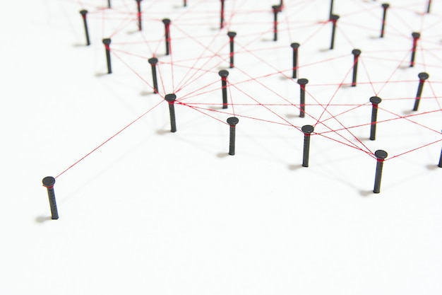 De verbinding tussen de twee netwerken. simulatie gekoppeld samen met rode draad met kopie ruimte